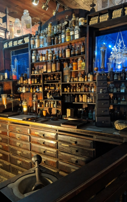 A display of the Pharmacist's work space in the NOLA Pharmacy Museum.